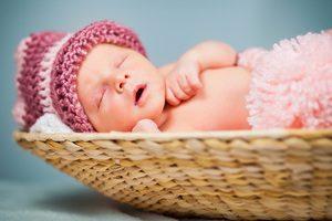 Новорожденная девочка