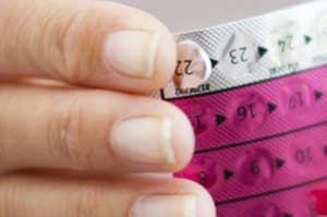 Противозачаточные таблетки для нерожавших молодых девушек: «за» и «против&raquo
